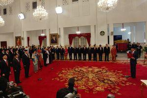 Jokowi Lantik 17 Duta Besar, dari Muliaman Hadad hingga Todung Mulya Lubis