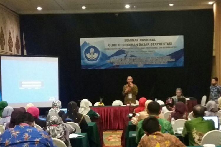 Direktorat Pembinaan Guru Pendidikan Dasar Kementerian Pendidikan dan Kebudayaan menggelar Seminar Nasional Guru Pendidikan Dasar Berprestasi 2017 di Hotel Kartika Chandra Jakarta, 7-10 November 2017.