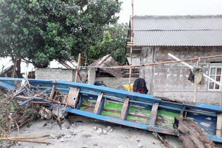 Kondisi terkini Pulau Sebesi yang terkena hempasan ombak setinggi 4 meter, Minggu (23/12/2018). Sebanyak 500 warga masih mengungsi di pegunungan.