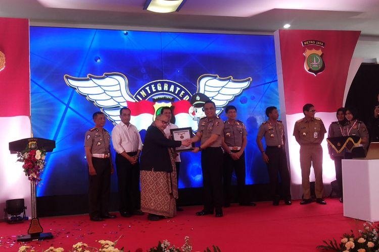 Peresmian Sistem BPKB Terintegtasi di Direktorat Lalu Lintas Mapolda Metro Jaya, Jakarta pada Senin (13/11/2017). Peluncuran sistem ini juga menandai mulai berlakunya sistem pengurusan Buku Pemilikan Kendaraan Bermotor (BPKB) online di wilayah hukum Polda Metro Jaya.