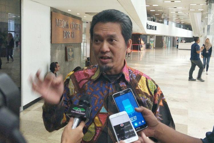 Ketua DPP PKS Bidang Politik Hukum dan HAM Al Muzzammil Yusuf di Kompleks Parlemen, Senayan, Jakarta, Kamis (22/3/2018).