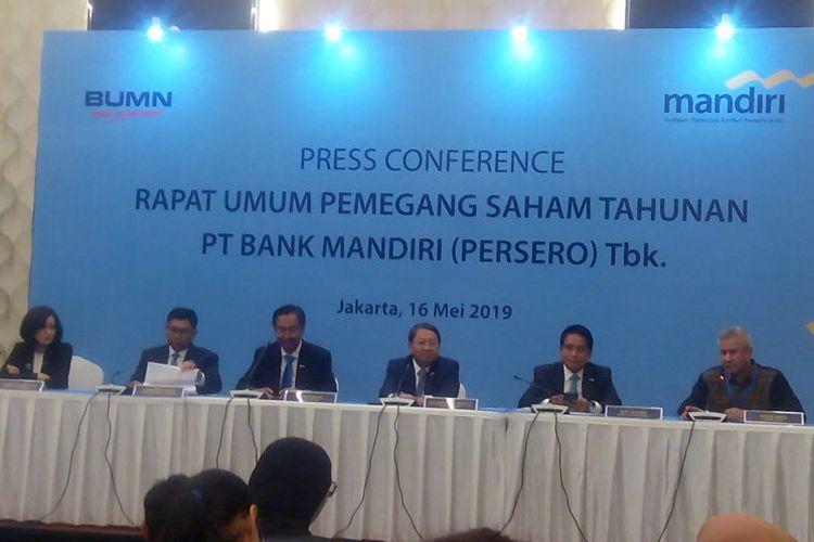 Para Direksi PT Bank Mandiri (Persero) Tbk memberikan keterangan usai Rapat Umum Pemegang Saham Tahunan (RUPST) di Menara Mandiri, Jakarta, Kamis (16/5/2019).