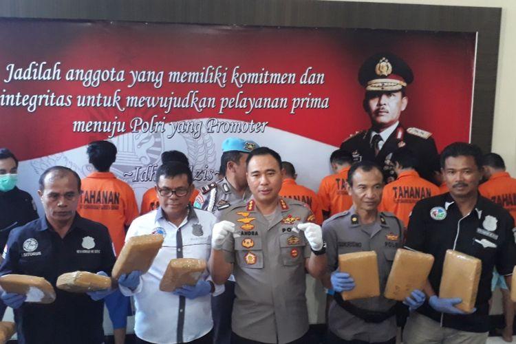 Sebanyak 36,5 kilogram ganja dan 2 gram sabu disita Polres Metro Bekasi dari lima pengedar di Kabupaten Bekasi.