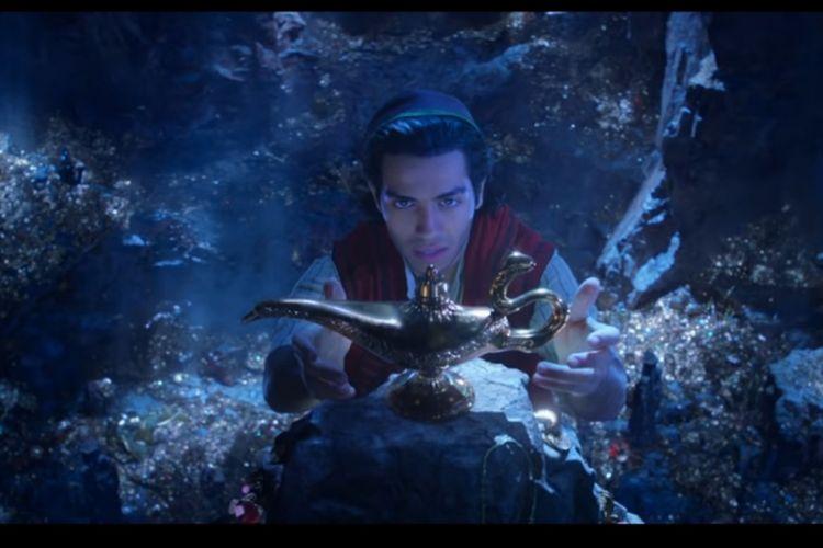 Mena Massoud sebagai Aladdin