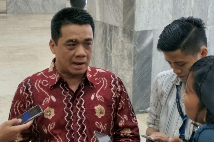 Wakil Ketua Komisi II DPR dari fraksi Partai Gerindra Ahmad Riza Patria saat ditemui di Kompleks Parlemen, Senayan, Jakarta, Jumat (12/1/2018).