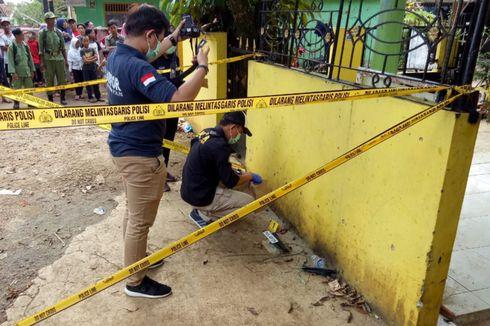 Olah TKP, Petugas Ambil Sampel Serbuk di Lokasi Ledakan Granat di Bogor