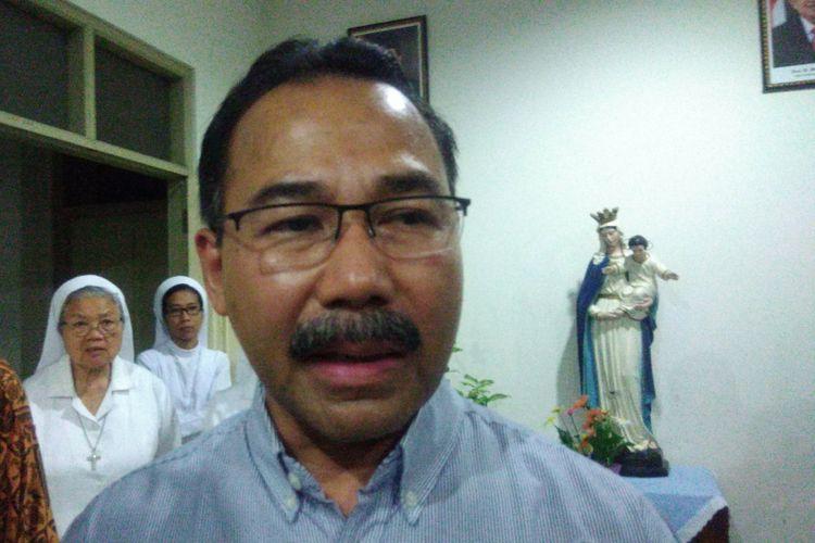 Uskup Agung Semarang Mgr. Robertus Rubyatmoko Pr saat ditemui di RS Pabti Rapih Yogyakarta