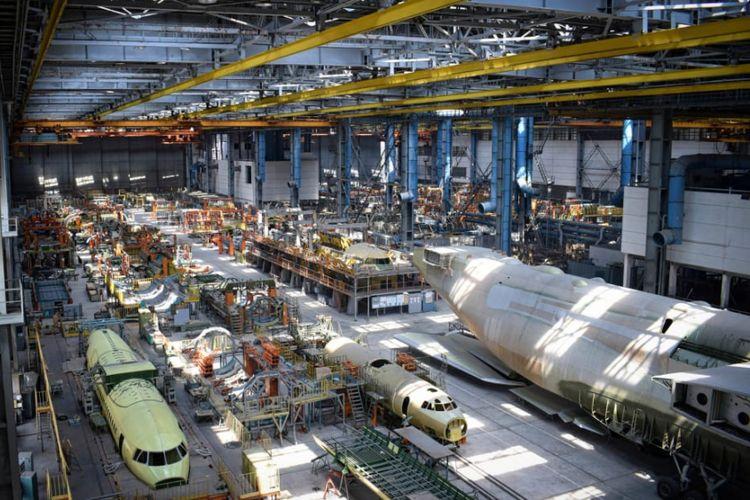 Kondisi hanggar pesawat kedua Antonov An-225 yang terbengkalai.