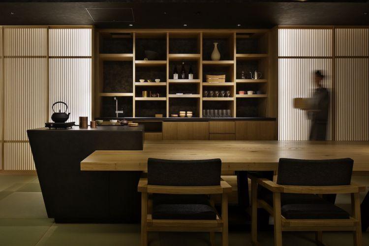 Salah satu sudut di restoran dalam Hoshinoya Tokyo, hotel bergaya ryokan yang bertempat di Tokyo, Jepang.
