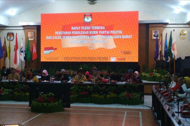 Komisi Pemilihan Umum (KPU) Jawa Barat menggelar rapat pleno terbuka penetapan perolehan kursi partai politik dan calon terpilih anggota DPRD Jawa Barat 2019-2024.