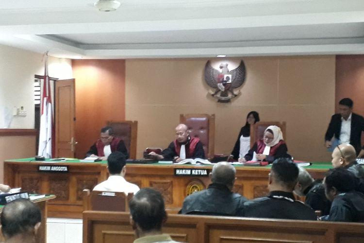 Sidang lanjutan terdakwa kasus pembunuhan satu keluarga di Bekasi, Haris Simamora di Pengadilan Negeri Bekasi, Senin (29/4/2019).
