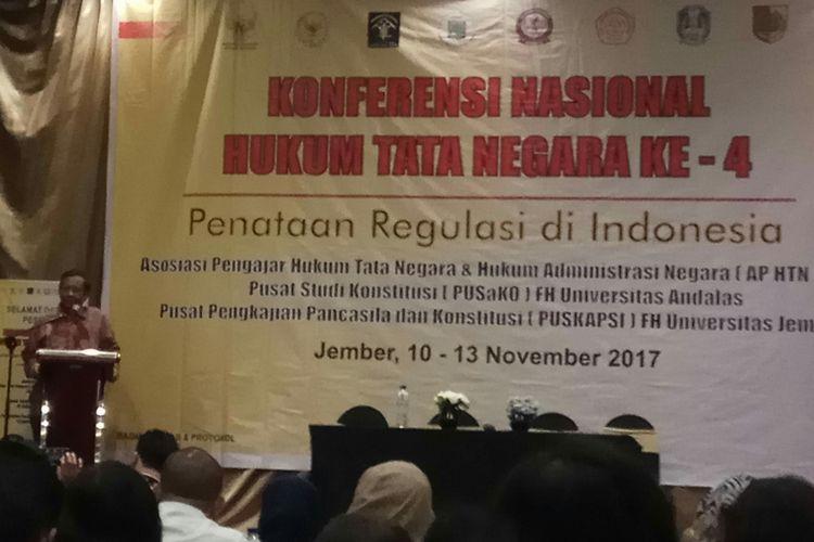 Ketua Asosiasi Pengajar Hukum Tata Negara dan Hukum Administrasi Negara, Mahfud MD menutup Konferensi Nasional Hukum Tata Negara (KNHTN) ke-4 di Hotel Aston Jember, Jawa Timur, Minggu (12/11/2017).