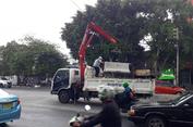 Uji Coba Dihentikan, Beton Pembatas Tiga Simpang di Mampang Prapatan Diangkut