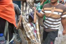 Lemas karena Kelaparan, Korban Longsor Dievakuasi dengan Sarung dan Bambu