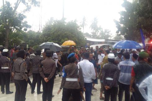 Warga Kampar Riau Rela Hujan-hujanan Sambut Sandiaga Uno