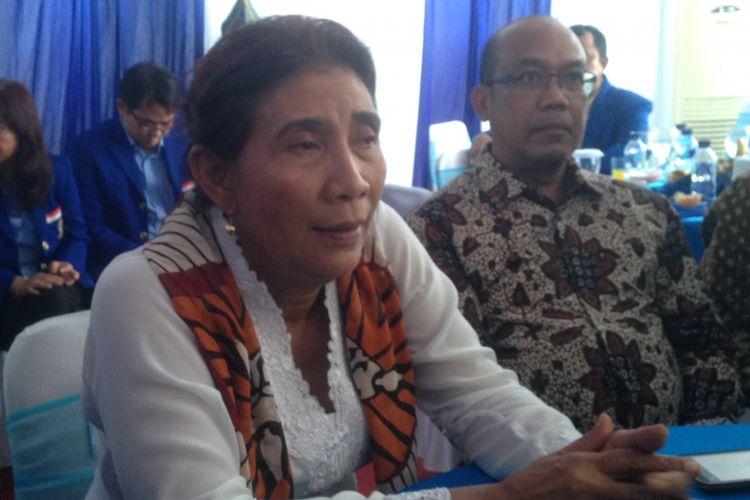 Menteri Susi Pudjiastuti di Pantai Depok, Bantul