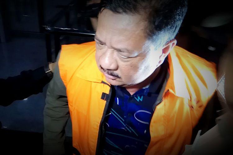 Ketua DPRD Banjarmasin, Iwan Rusmali mengenakan rompi oranye usai menjalani pemeriksaan di gedung KPK, Jakarta, Sabtu (16/9/2017) dini hari.