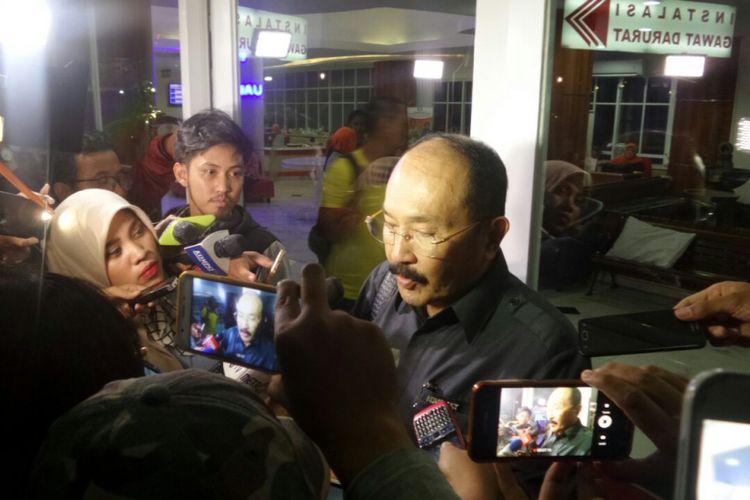 Kuasa Hukum Setya Novanto, Fredrich Yunadi di Rumah Sakit Medika Permata Hijau seusai Ketua DPR RI Sefya Novanto dikabarkan kecelakaan mobil, Kamis (16/11/2017).