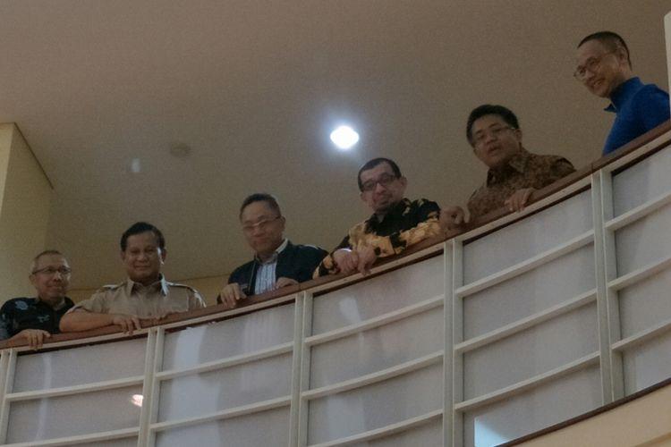 Kedua dari Kiri: Ketua Umum Partai Gerindra Prabowo Subianto, Ketua Umum PAN Zulkifli Hasan, Ketua Majelis Syuro PKS Salim Segaf Aljufri, Presiden PKS Mohamad Sohibul Iman, Sekretaris Jenderal PAN Eddy Soeparno menggelar pertemuan membahas seputar Pilkada 2018 di kantor DPP PKS Jalan TB Simatupang, Jakarta Selatan, Minggu (24/12/2017).