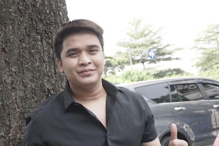 Pembawa acara Billy Syahputra saat diabadikan di kawasan Senopati, Jakarta Selatan, Selasa (8/5/2018).