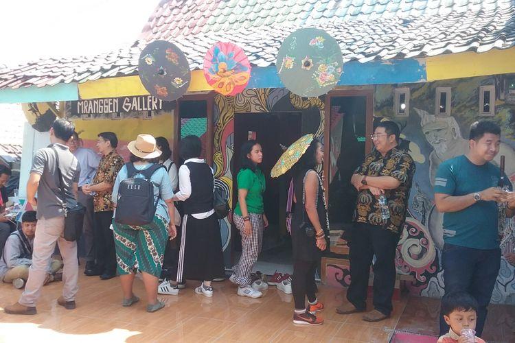 Para blogger saat berada di kampung Ragam Warna Kaliwungu Kendal, Rabu (9/5/2018).