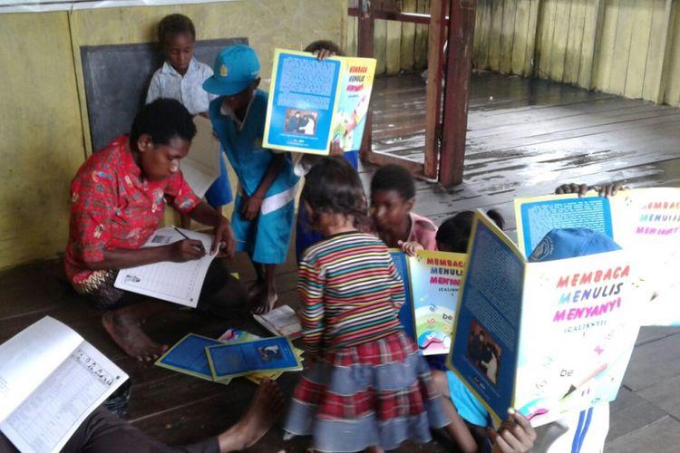 Taman Baca Baitul Akkad di Agats, Asmat, Papua.