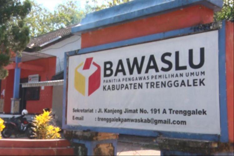 Kantor Bawaslu yang berada di Jalan Kanjeng Jimat Kabupaten Trenggalek, Jawa Timur (8/6/2018).