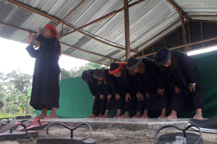 Jemaah Hawariaun Ansarullah di Kabupaten Gowa, Sulawesi Selatan menggelar idul fitri dengan menggunakan bahasa Ibrani kuno. Jumat, (15/6/2018).