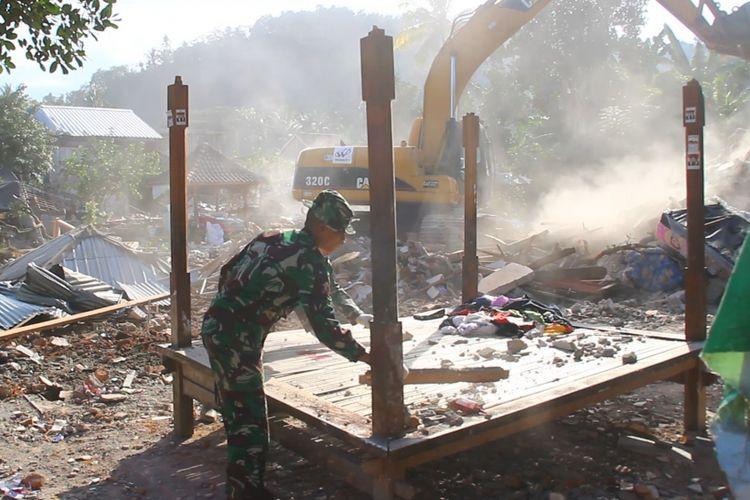 Kerusakan akibat gempa di Dusun Wadon, Desa Kekait, Kecamatan Gunung Sari, Lombok Barat