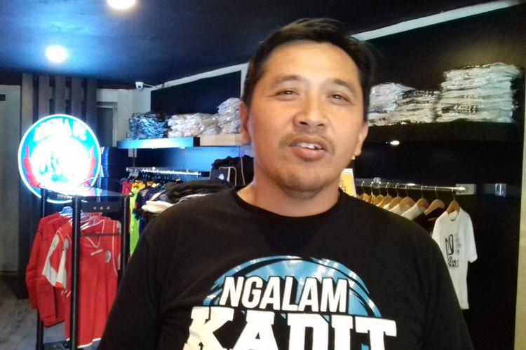 Media Officer Arema FC Sudarmaji saat ditemui di kantor Arema FC di Kota Malang, Kamis (6/12/2018)
