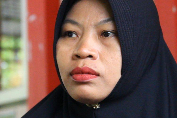 Mataram, Kompas.Com, Baiq Nuril Maknun masih menunggu tindak kanjut laporannya atas Muslim, atas dugaan pelecehan seksual secara verbal