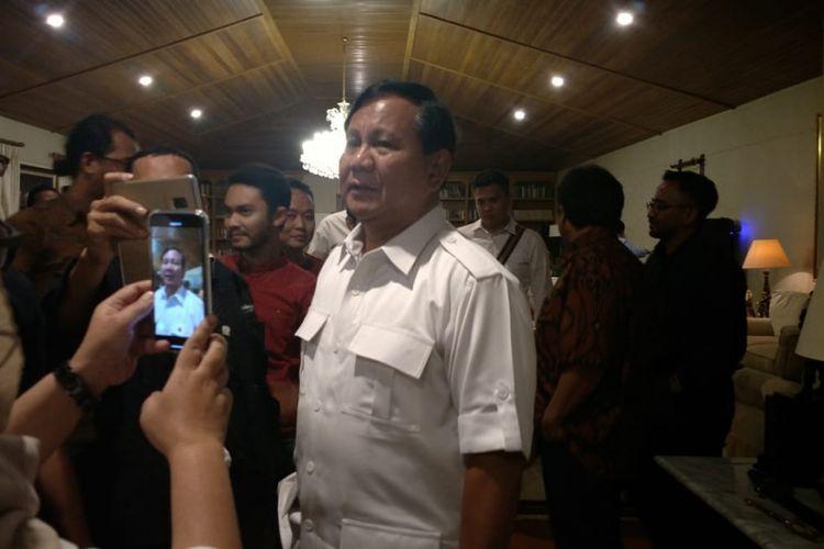 Prabowo Subianto saat berbincang dengan wartawan di Hambalang, Jawa Barat, Rabu (6/2/2019).