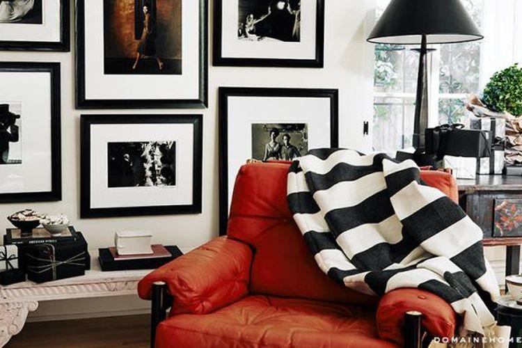 Sofa kulit yang ada di salah satu pojok rumah Jessica Biel tampak menjadi salah satu daya tarik dalam rumah sang bintang. Menurut Real Simple, Jessica Biel seharusnya tidak membersihkan sofanya menggunakan bahan yang mengandung silikon.