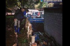 Dinding Turap Saluran Air di Pondok Indah Jebol