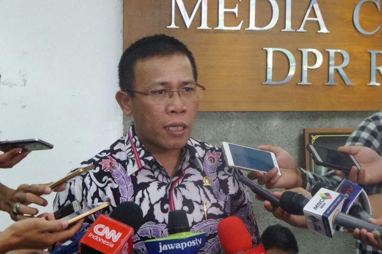 Wakil Ketua Pansus Hak Angket KPK Masinton Pasaribu di Kompleks Parlemen, Senayan, Jakarta, Raby (23/8/2017)