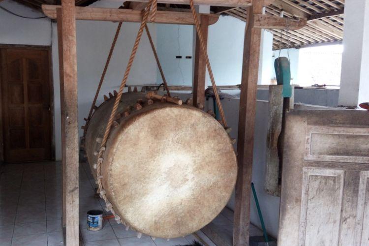Bedug tua di Masjid Attaqwa di Desa Gogodalem, Kecamatan Bringin, Kabupaten Semarang. Masjid ini termasuk masjid  tertua di Kabupaten Semarang. Konon masjid yang masih mempertahankan struktur aslinya, yakni kayu jati ini dibuat di zaman Sunan Kalijaga.