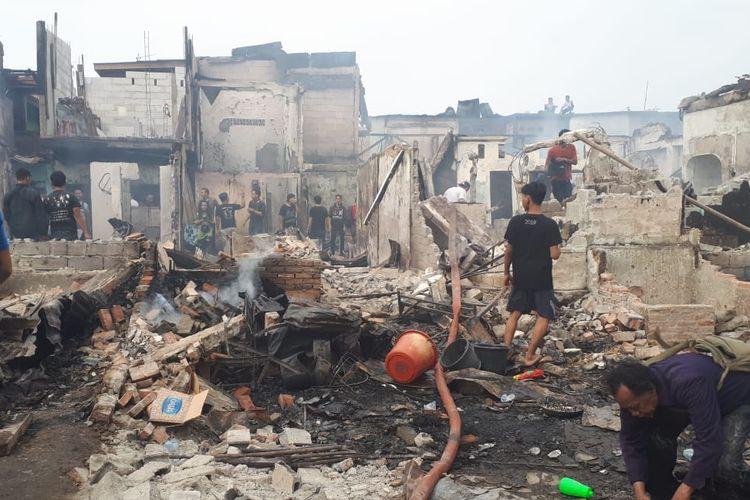 Kondisi kebakaran di Kampung Bali Matraman, Tebet, Jakarta Selatan, Rabu (10/7/2019). Kawasan ini adalah kawasan padat penduduk.