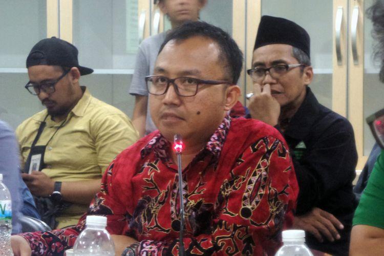 Peneliti sosial dari Lembaga Ilmu Pengetahuan Indonesia (LIPI) Amin Mudzakkir dalam diskusi bertajuk Melawan Intoleransi dengan Perda, Perlukah? di kantor GP Ansor, Jakarta Pusat, Jumat (4/8/2017).