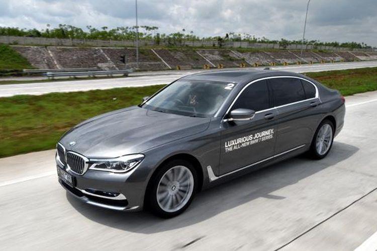 Test Drive BMW Seri 7, tenaganya mengesankan.