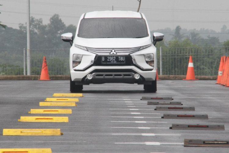 Test drive Mitsubishi Xpander untuk blogger dan komunitas di Pabrik Mitsubishi.