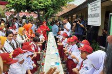 Di Sumedang, Iriana Jokowi Ajari Pelajar Cuci Tangan yang Benar