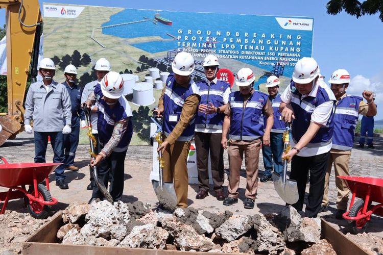Groundbreaking Pembangunan Terminal Elpiji Tenau Kupang di Kupang - Nusa Tenggara Timur, Senin (1/4/2019).