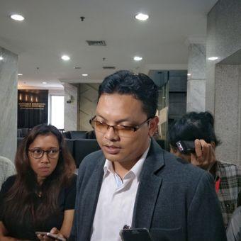 Juru Bicara Mahkamah Konstitusi (MK) Fajar Laksono saat memberikan keterangan di gedung MK, Jakarta Pusat, Kamis (7/12/2017).