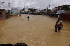 Banjir Kepung Kota Samarinda, Jenazah Dibawa Menggunakan Perahu Karet