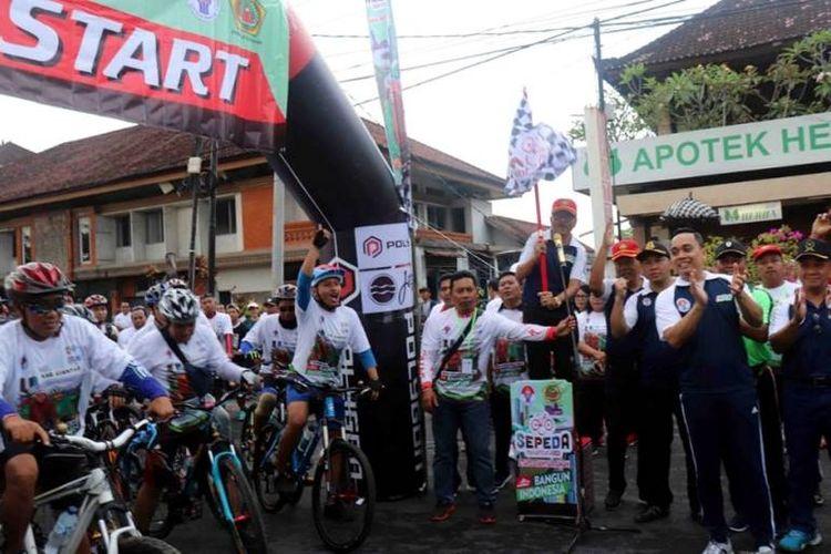 Sepeda Nusantara etape Gianyar Aman mengambil start di area car free day dan finish di depan Kodim 1616 Gianyar, diikuti oleh 1500 pesepeda dengan menempuh jarak 12 Km.