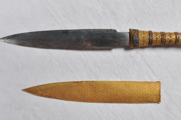 Seluruh peralatan besi dari Zaman Perunggu, termasuk belati Tutankhamun ini, terbukti dibuat dari besi meteorit.