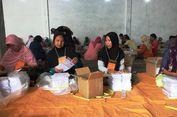 Berkah Pilgub Jatim bagi Ibu-ibu Pelipat Kertas Surat Suara