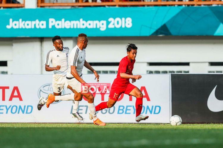 Aksi Febri Hariyadi saat melewati penjagaan lawan pada laga Indonesia vs Mauritius di Stadion Wibawa Mukti, 11 September 2018.
