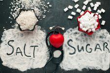 Mana yang Lebih Bahaya: Kebanyakan Gula atau Garam?