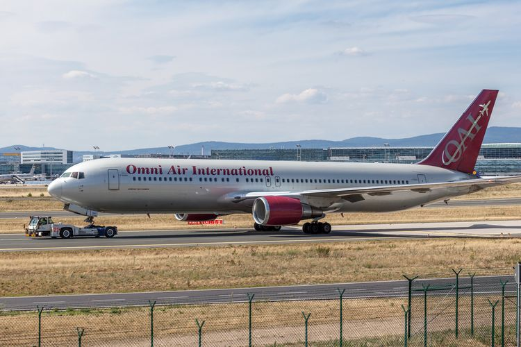 Pesawat milik maskapai Omni Air International.